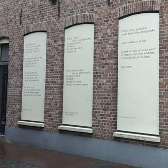 het huis met de drie gedichten